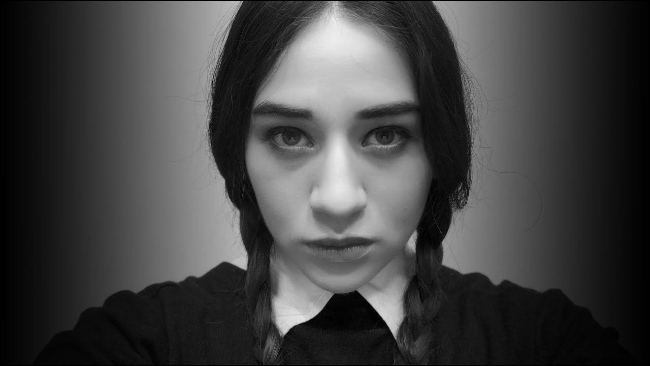 niña vestida de negro imagen
