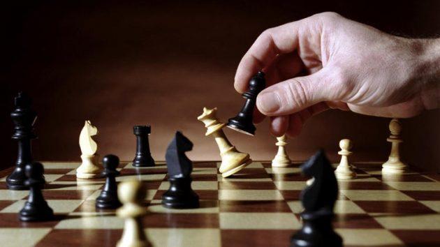 soñar jugar ajedrez