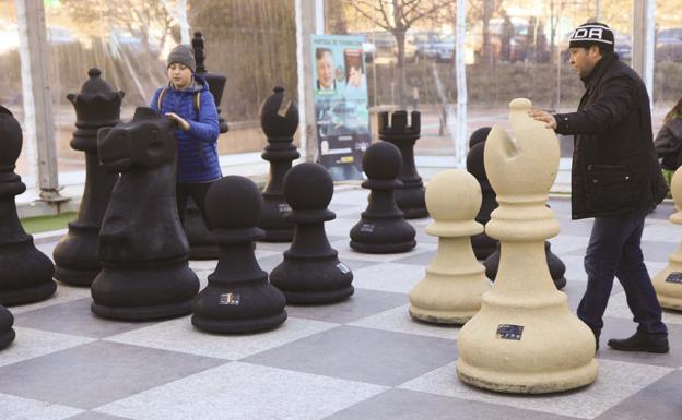 sueño jugando ajedrez