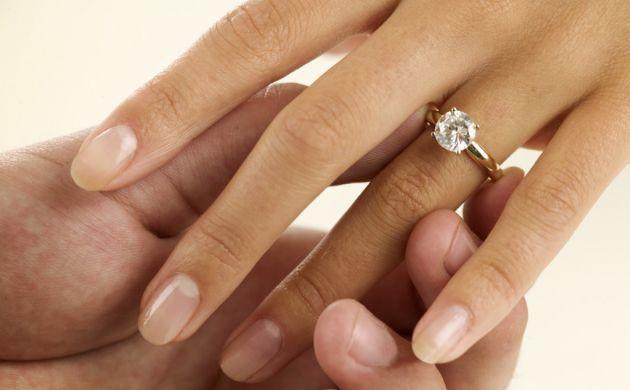 anillo de diamantes imagen