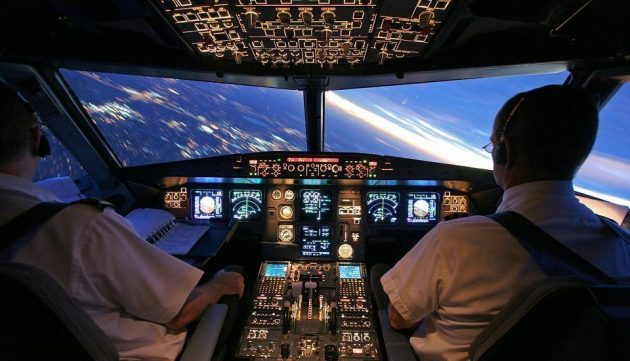soñar con piloto de avión imagen