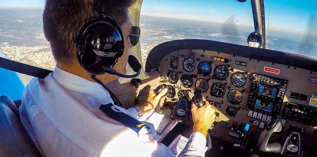 soñar con pilotear avion