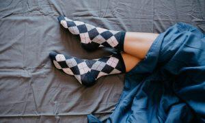 Soñar con Calcetines Rotos