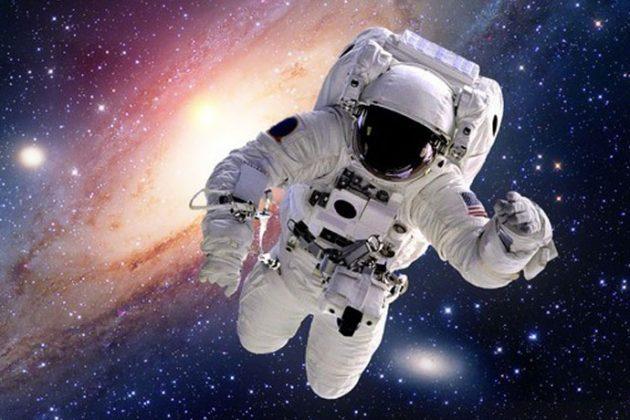 flotando en el espacio sueño astronauta