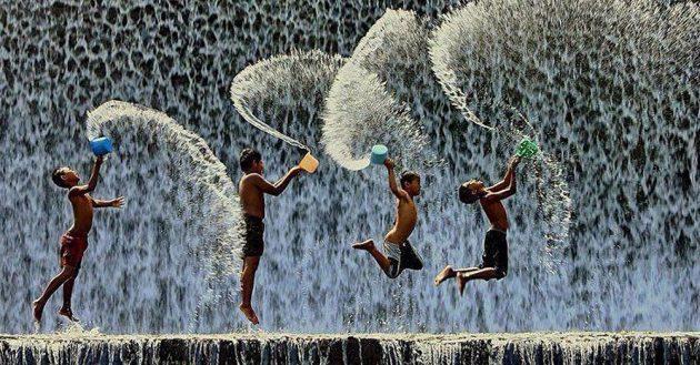 soñar con niños en la lluvia imagen