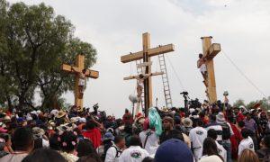Soñar con Personas Crucificadas