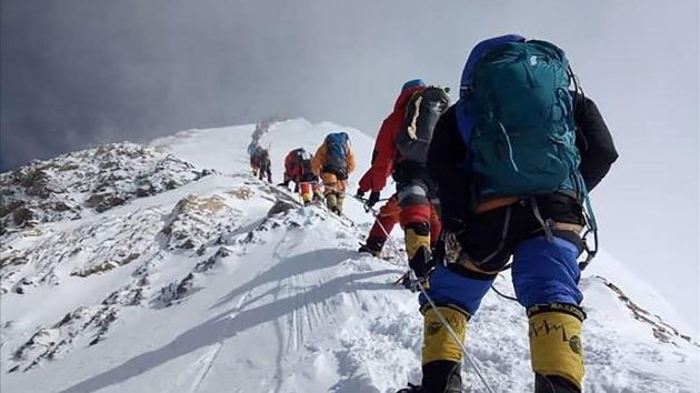 soñar con escalar montañas