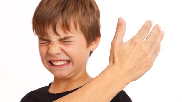 soñar con maltratar niños