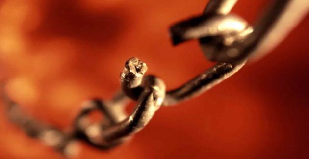 soñar con cadenas rotas