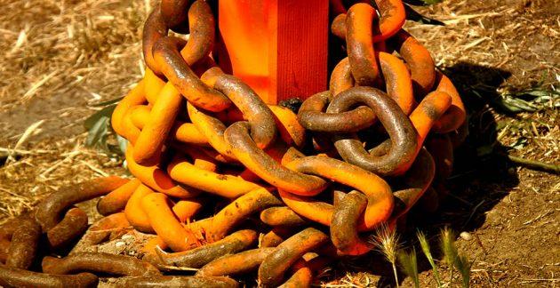 soñar con cadenas sucias