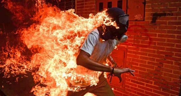 hombre ardiendo