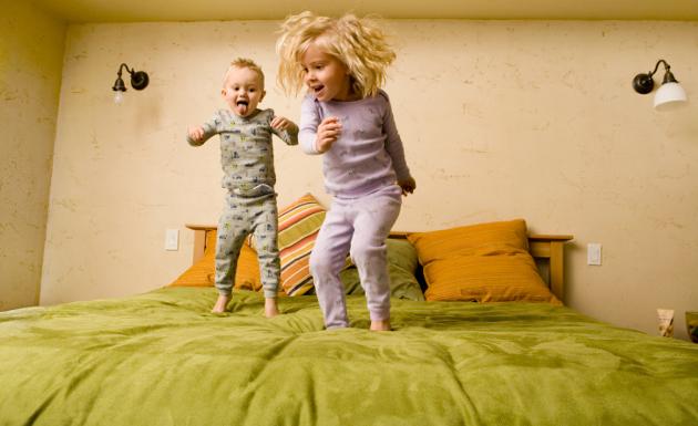 soñar jugando con colchón