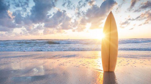 soñar con tabla de surf playa