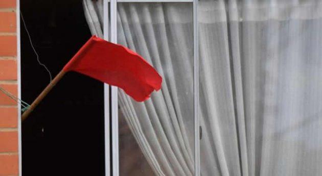 soñar con bandera roja
