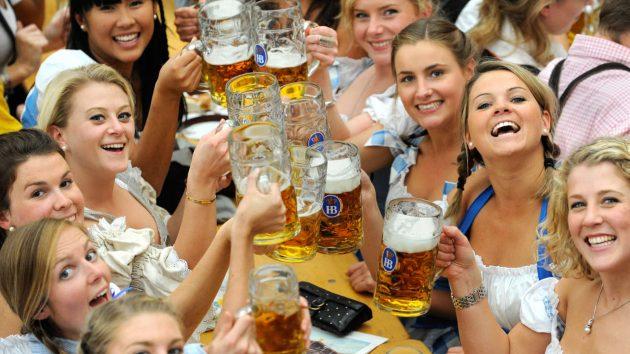 soñar bebiendo cerveza